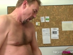 NIGHTCLUB VOD - Office, die notgeile Chefin MILF