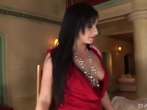 Whorish Romanian MILF Lea Lexus has a great idea to enjoy anal