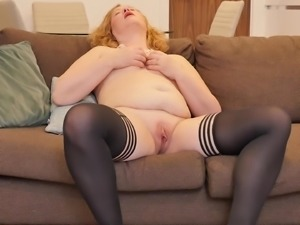 masturbate for me, you, mature lady!