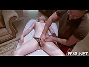Hawt darling rides on stud&#039_s shlong wildly after oil massage