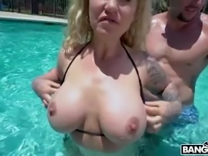 Damn perfect big breasted lady Ryan Conner gets fucked doggy in the pool