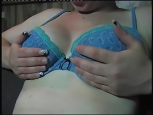Bianca Dittert zeigt ihre schlaffen Euter nach 3 mal werfen