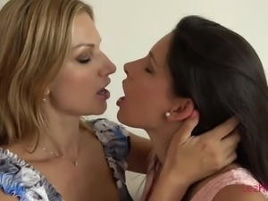 Super sensual MILF Zafira knows how to lick pussy in the best possible way