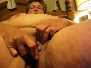 BBW Granny Linda masturbation with beads