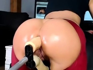 Amateur nympho has a mechanical toy plowing her fiery holes
