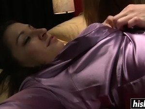 Pretty lesbians know how to masturbate together