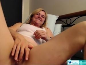 Blackhair solo masturbation on webcam
