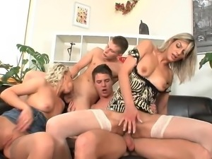 A vacation is the perfect time for a bisexual foursome - xHa