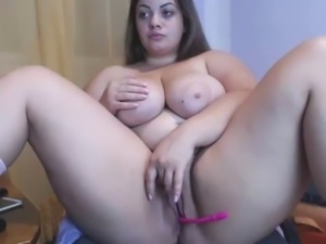 Thick mom fingering pussy live cam