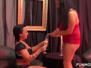 Romantic curvaceous lesbo Candy Cox turns a date into hot fantastic sex