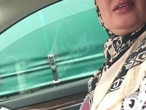 Hijab arab big  booty voiture avec rebeudamour666