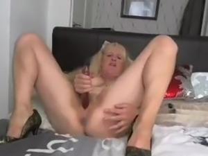 uk mature talks dirty fucks her pussy