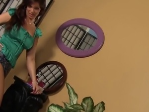 Busty lusty housewife Syren De Mer lets sloppy cock stretch her vagina