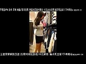 极品骚货在商场玩露出 露胸露骚逼 差点被两个路人看到