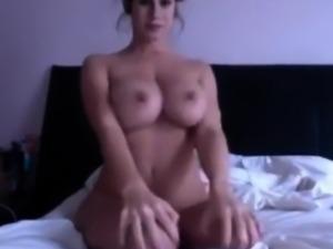 amateur naty sweety flashing boobs on live webcam