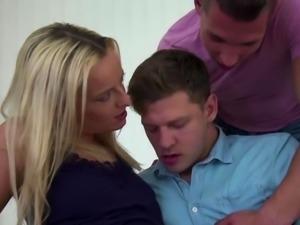 Bisex dudes fuck in orgy