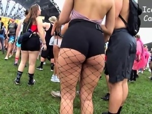 Voyeur finds a ravishing blonde with a sublime ass outside