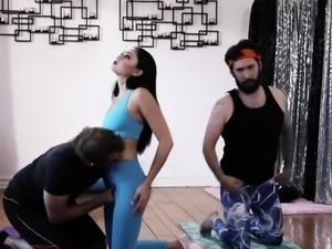Goth yoga instructor enjoys sucking and riding two big cocks