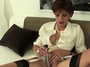 Adulterous uk mature lady sonia flashes her big hoote43WTb