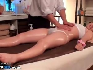 Japanese masseuse gives complete massage