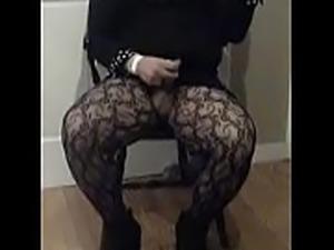 Lisa Swings masturbating