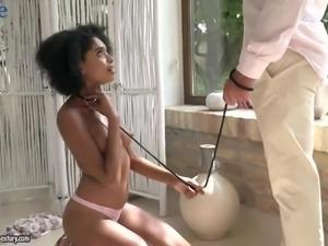 Curly slender Brazilian blowlerina Luna Corazon sucks delicious cock