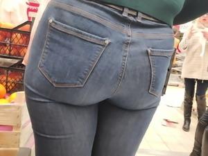 Big juicy ass milfs in tight jeans