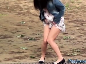 Kinky asian ladys pissing