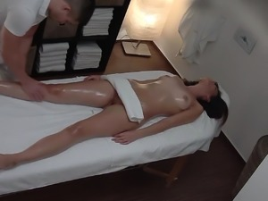Beautiful Model Gets Hot Anal Massage