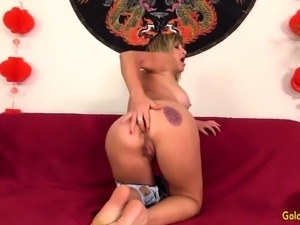 Mature Skyler Haven Shows Off Her Tempting Body and Orgasms