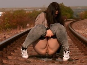 PAWG Pissing 1