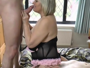 Milf ALisha Rydes alternately gropes two cocks
