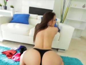 Bootylicious bimbo delivering a guy an assjob