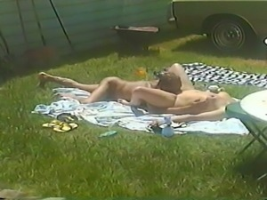 Want more guys to fuck me in the back yard!