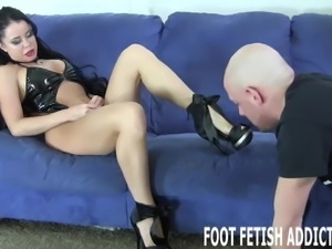 I have the feet of a total goddess