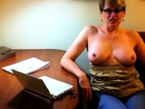 Huge cumshot on her glasses