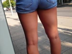 Voyeur sexy teen ass shorts 2