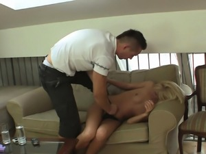 Guy punishes shaved pussy blonde GF rough